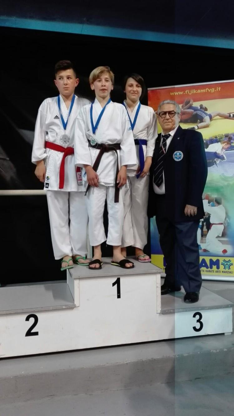triplete per il karate ai campionati coni 2016